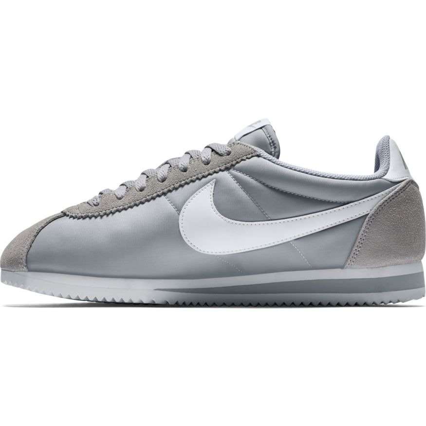 nike classic cortez nylon 807472 010 wolf grey white basketball shoes casual shoes sklep. Black Bedroom Furniture Sets. Home Design Ideas
